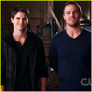 Cousins Robbie and Stephen Amell headline Wednesdays on the CW.